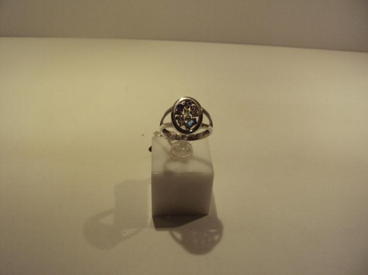 Anillo oro blanco con piedras de color 280 euros