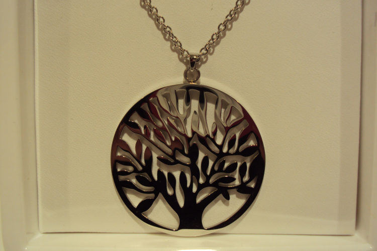 Colgante árbol de la vida de acero.24€