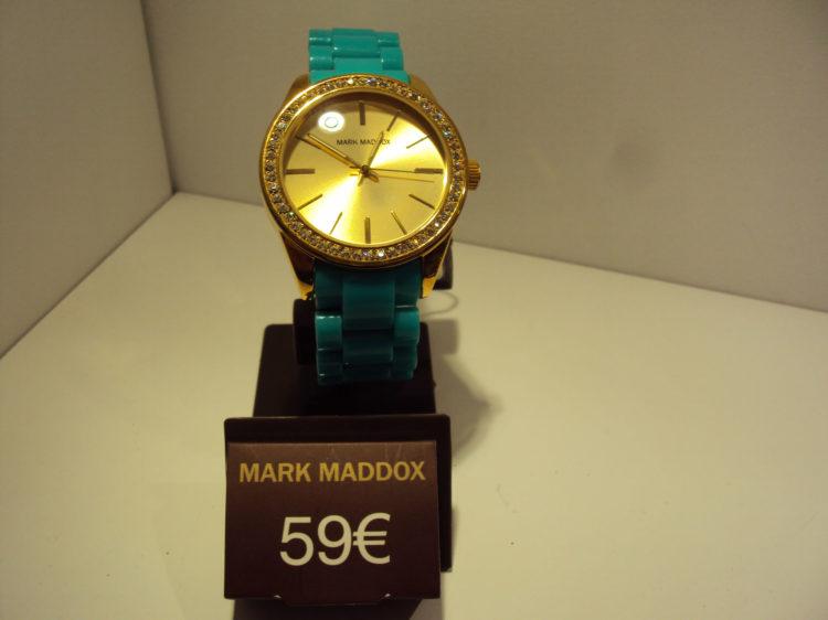 Reloj dorado correa turquesa 59€