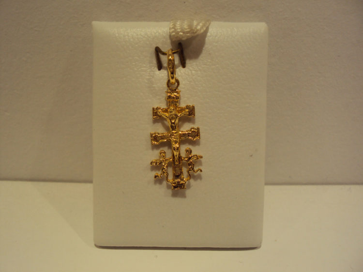 Cruz caravaca oro amarillo 3cm de largo 140