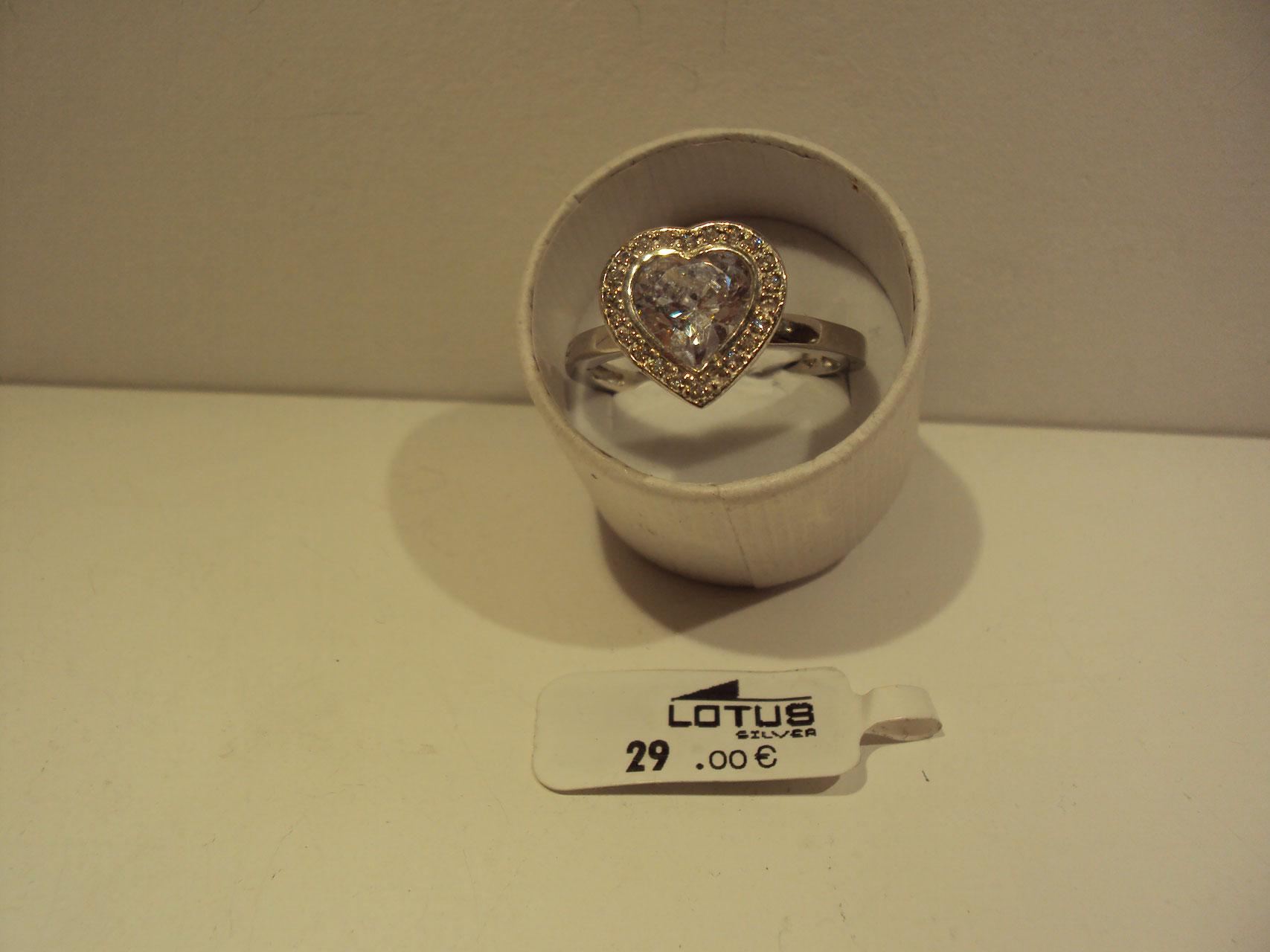 Anillo corazón piedra transparente.29€