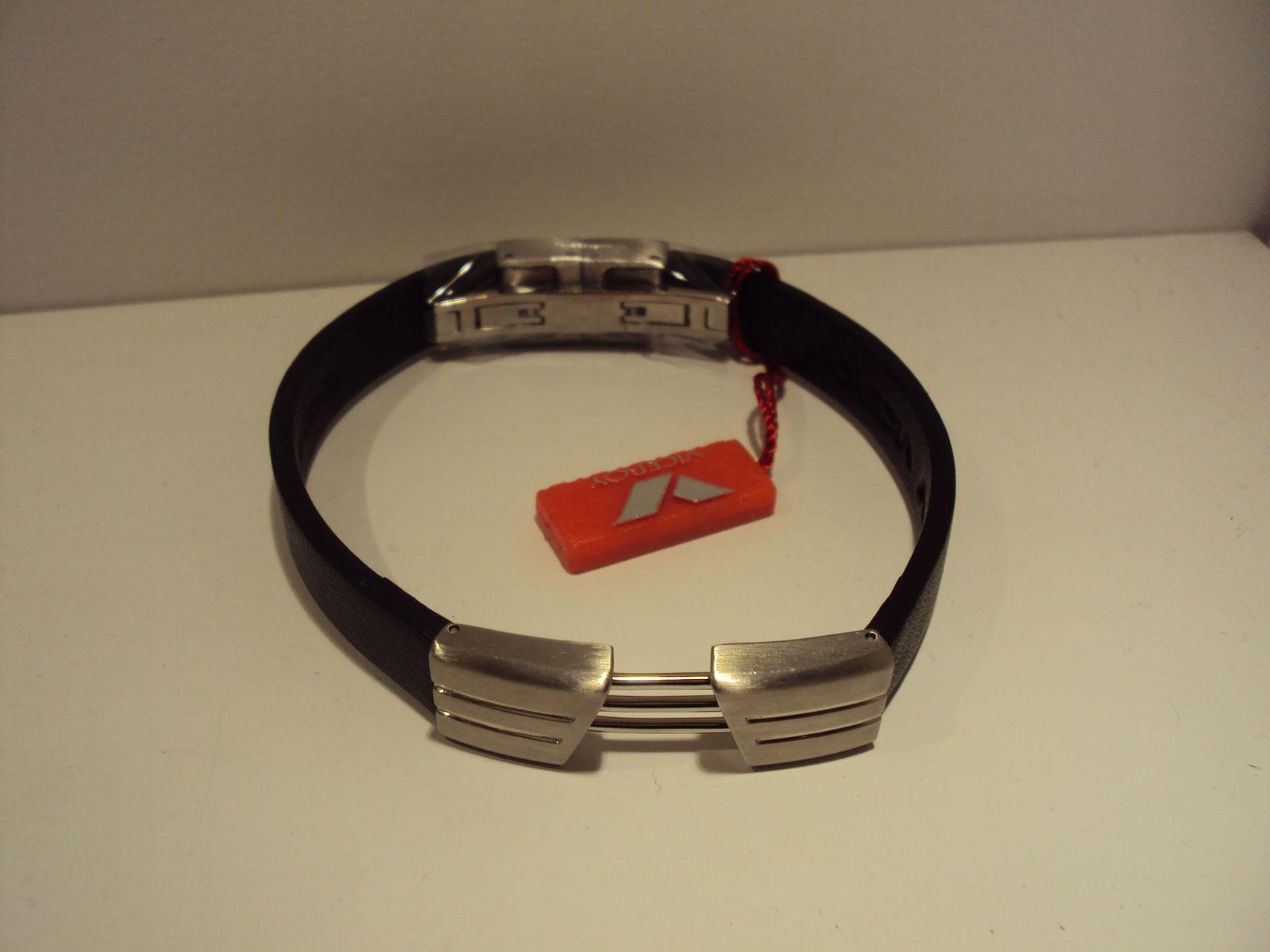 Pulsera de acero con correa negra,doble cierre de seguridad. 49€
