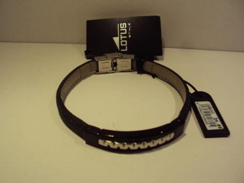 Pulsera placa acero negra y plateada,con correa de piel.34€