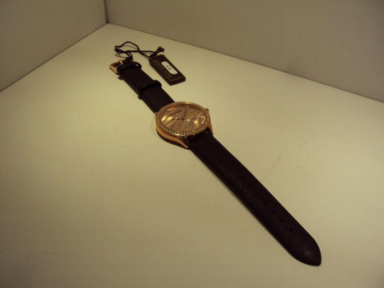 Reloj cobrizo,correa marrón 55€
