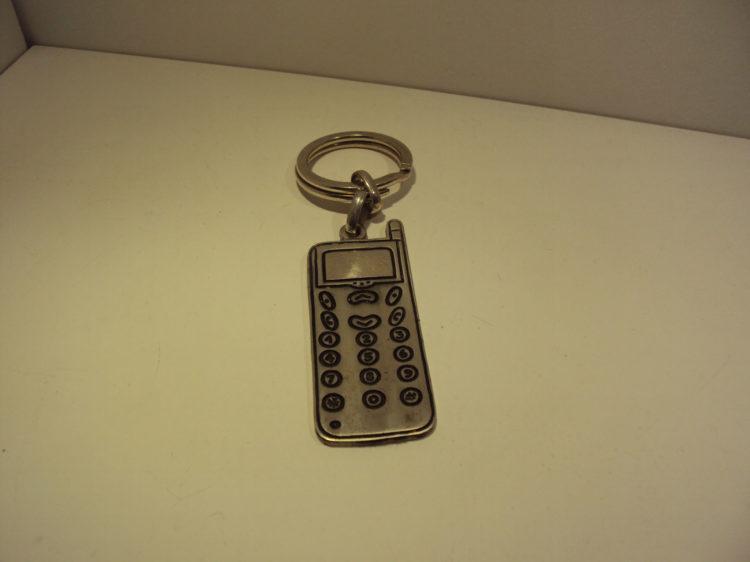 Llavero en plata de móvil retro 60€
