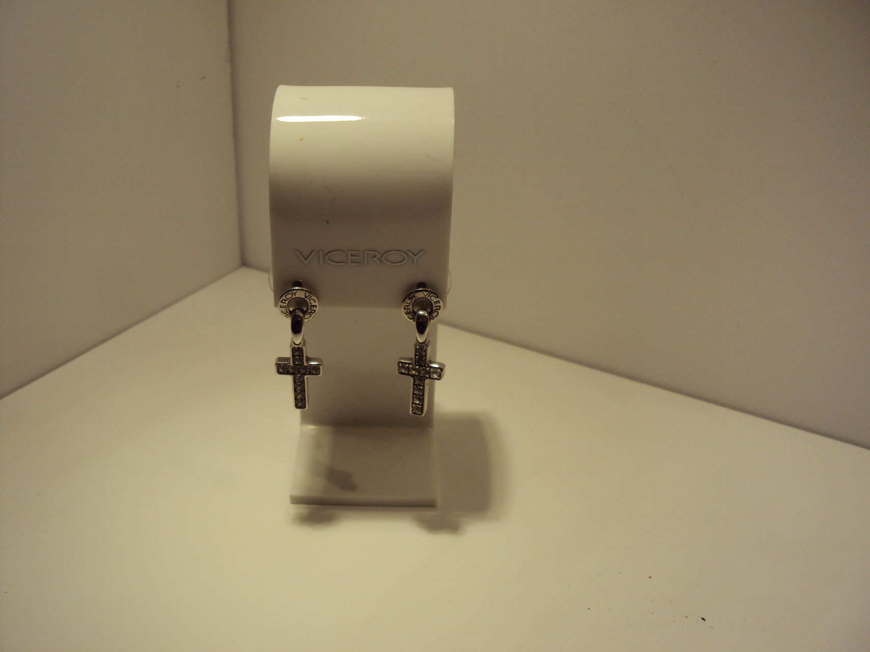 Pendientes cruces Viceroy. 40€