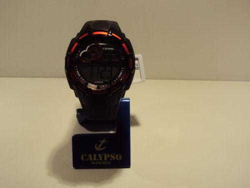 Reloj hombre digital rojo y negro. 29€