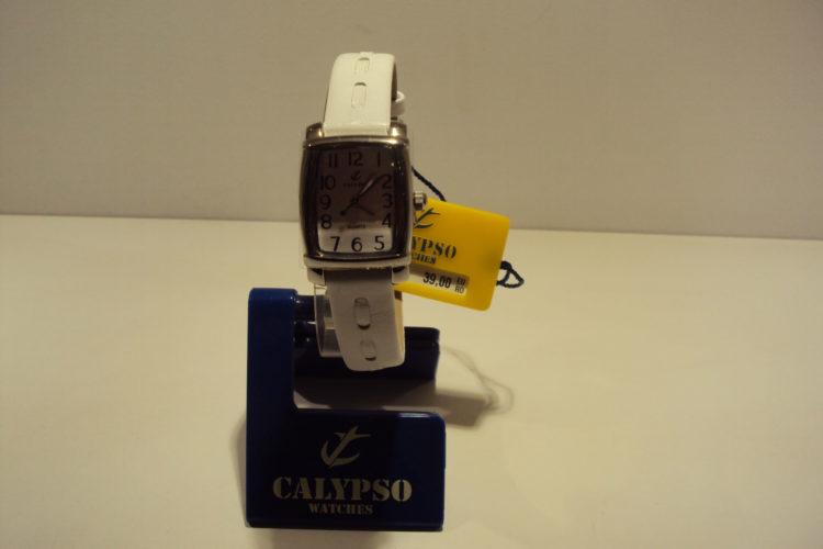 Reloj mujer correa de piel blanca 39€