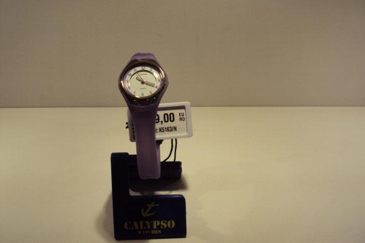 Reloj mujer lila números arábigos. 29€