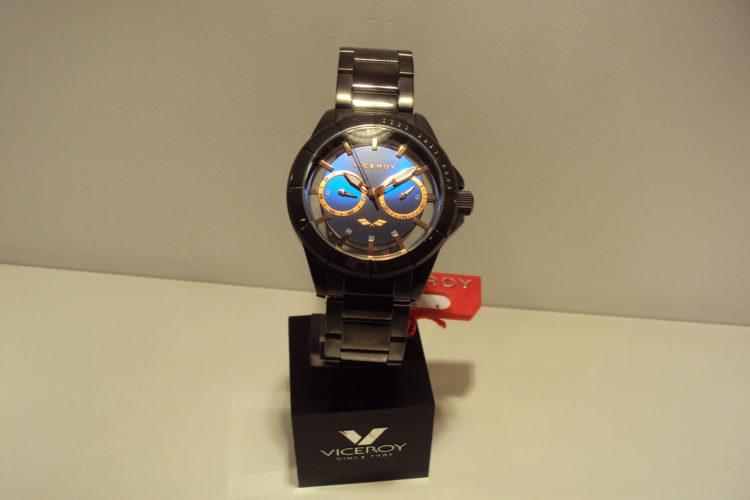 Reloj Viceroy de acero pavonado en negro,esfera transparente y azul eléctrico.139€