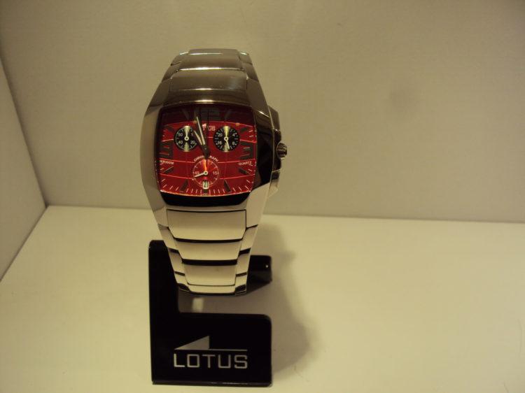 Reloj cronográfo de hombre fondo rojo.229€