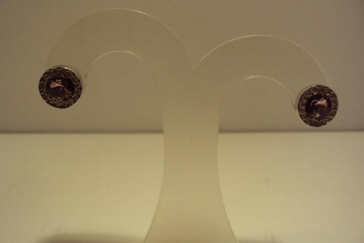 Pendientes de cristales swarovski con cristales lilas y rodeadas de circonitas.29.9€
