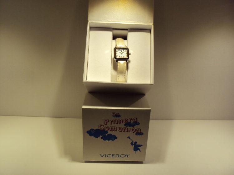 Reloj de acero cuadrado Viceroy con correa de color marfil.59€