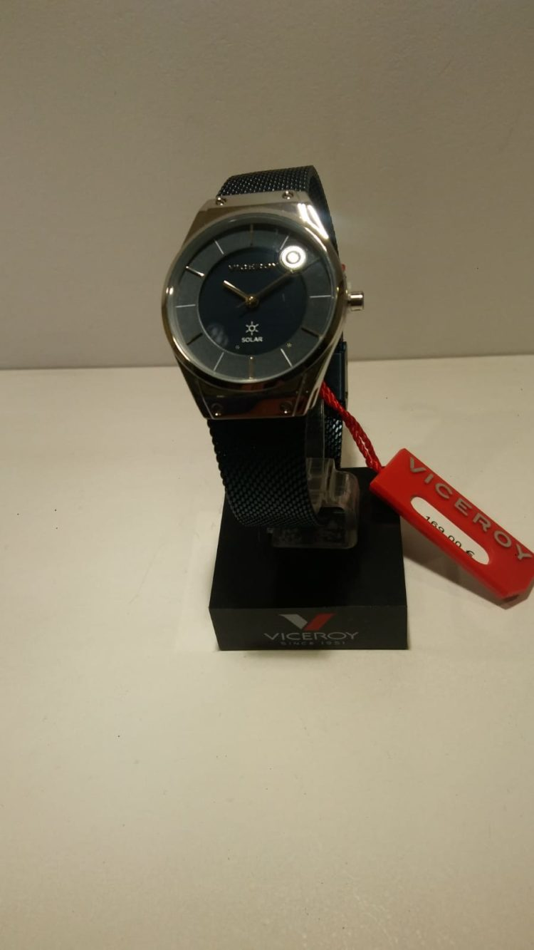 Reloj Viceroy de mujer Solar.Totalmente de acero.Armys de acero azul.Impermeable 30metros.Se carga en 8 horas con luz natural o artificial.Una vez cargado carga para 4 meses.