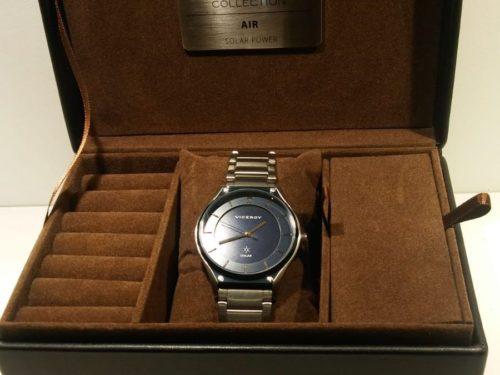 Reloj solar Viceroy Reloj solar Viceroy de caballero totalmente de acero impermeable 50 metros. Se carga en 8 horas y tiene una autonomía de 4 meses.