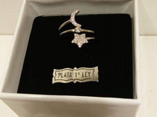 Anillo de plata Liska Anillo de plata Liska con estrella y luna de circonitas. Precio 35€.