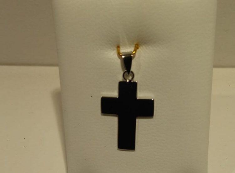 Cruz de oro blanco de 18 quilates plana y lisa largo 2,5 cm contando la argolla ancho 0,4 cm Precio 125€