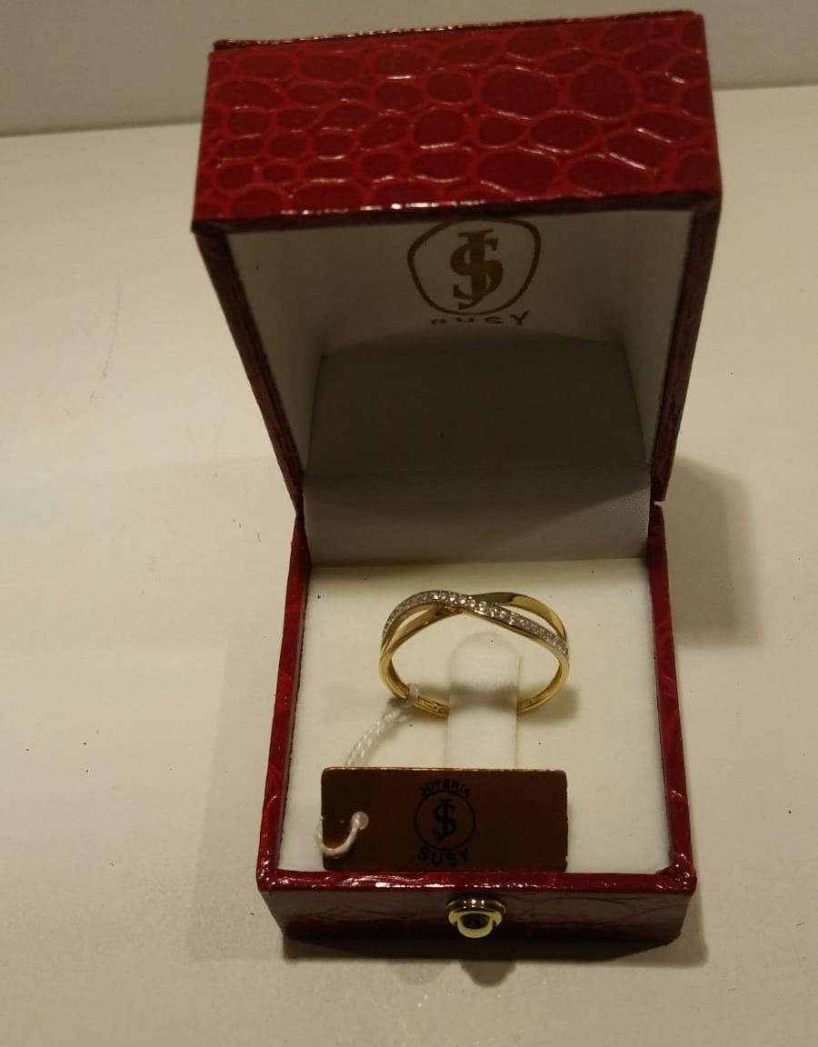 Anillo de oro bicolor tipo infinito Anillo de oro bicolor tipo infinito con circonitas de la talla 19. Precio 165€