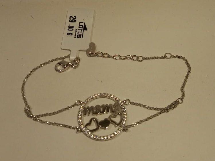 Pulsera de plata Lotus con corazones y circonitas Pulsera de plata Lotus con corazones y circonitas con mosquetón italiano. Su precio es de 39€