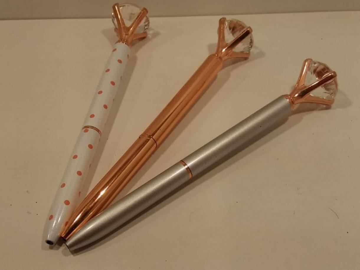 Por tu primera compra por Internet, regalo de un bolígrafo con diamante de imitación.